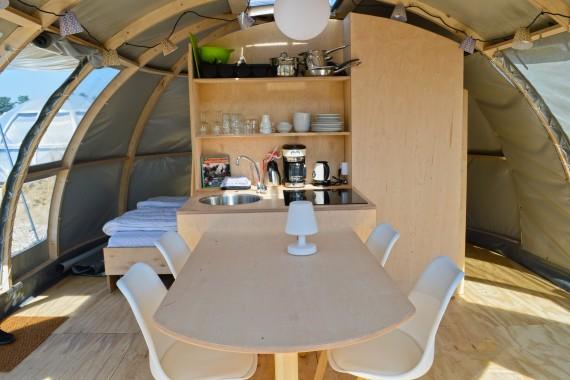 Panoramatent binnenkant tafel
